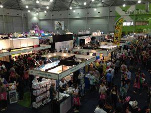 06_expo-crowd
